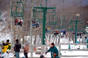 ©2009 NCL Mag : Skiers pack the lifts Friday afternoon at Wintergreen Resort.