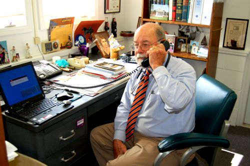 """""""Dr. Bob"""" Raynor To Retire After Half Century As Doctor"""