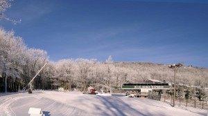 Photos By Paul Purpura : ©2009 NCL Magazine : A blanket of snow covers the mountains at Wintergreen Resort : Click any photo to enlarge.