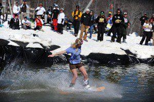 2009-03-22-b01-ptp-pond-skimming-contest-fin-0222-01