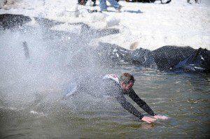 2009-03-22-b01-ptp-pond-skimming-contest-fin-0707-01