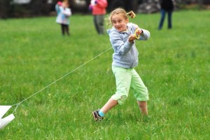 Photo By Ann Strober : ©2009 NCL Magazine : A youngster runs to launch her kite into the air!