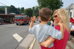 ©2007-2009 NCL Magazine : A youngster and his mom enjoy the annual 4th of July Parade from a previous year.