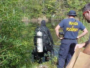 ©2009 www.nelsoncountylife.com : A diver with the Virginia State Police prepares to look for stolen items believed to have been thrown in the quarries near Schuyler, Virginia.