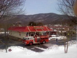 ©2010 www.nelsoncountylife.com : Fire crews on the scene of the McDonalds fire in Lovingston, Virginia Tuesday afternoon.